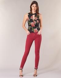 衣服 女士 紧身牛仔裤 Guess SANSOPO 红色